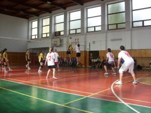 Koncoročný volejbalový turnaj zmiešaných druž o pohár riad 2013 036